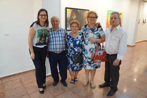 Antonia Blanco junto a su familia en la inauguración de la exposición